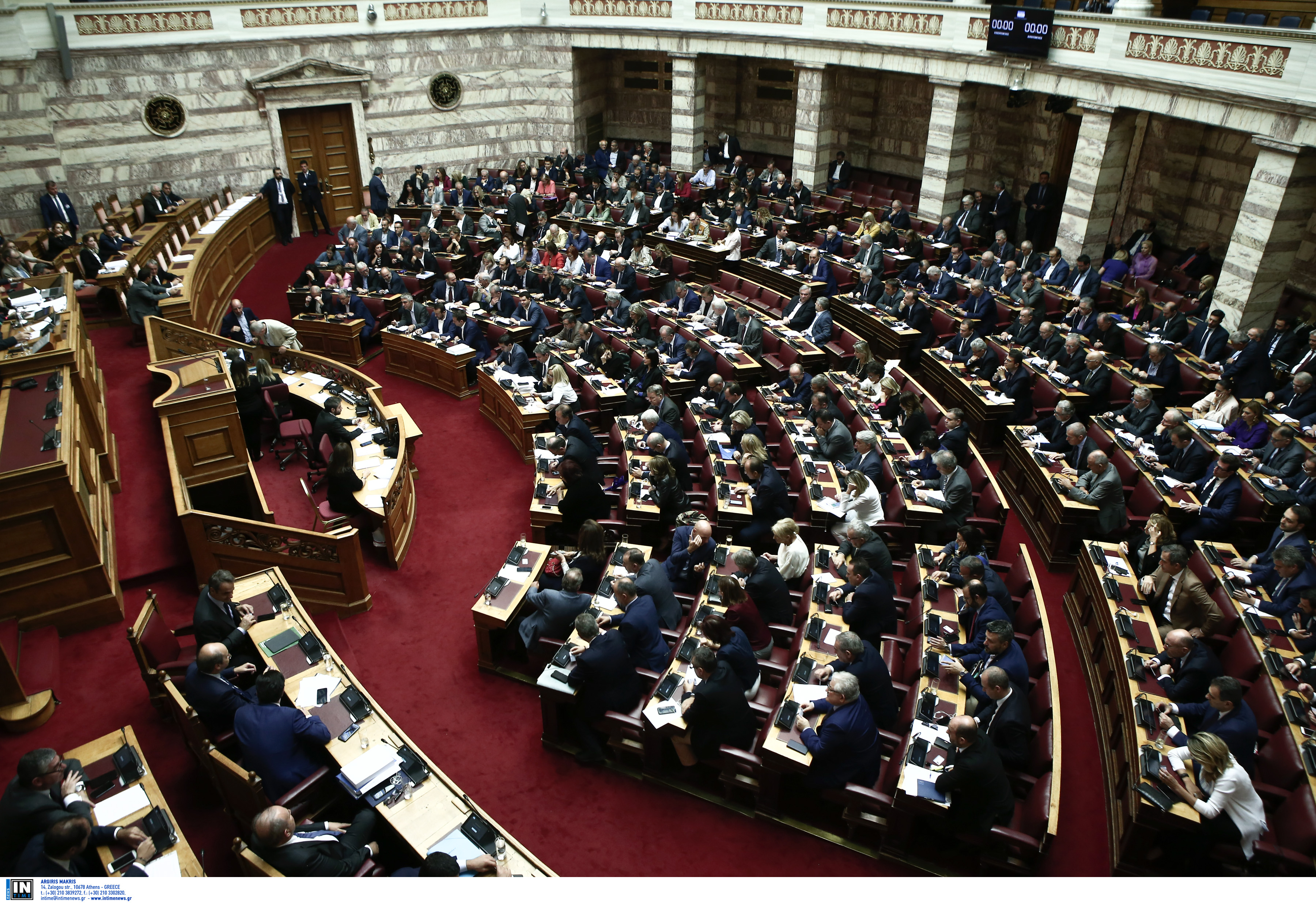 Το χρυσό 200άρι στους βουλευτές αναζητά η κυβέρνηση για συνταγματική αναθεώρηση και ψήφο των αποδήμων