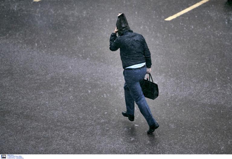 Καιρός σήμερα: Ξεκίνημα εβδομάδας με βροχές