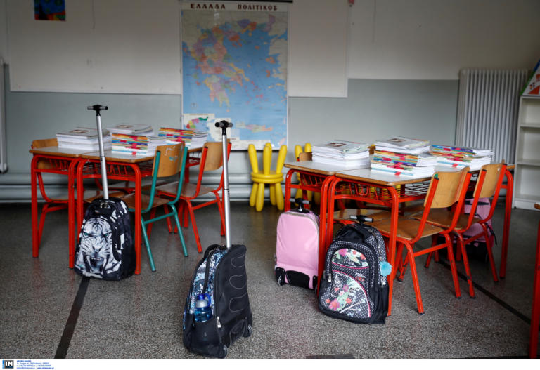 Σάμος: Η δασκάλα που υπερασπίστηκε το δικαίωμα των προσφύγων στην εκπαίδευση