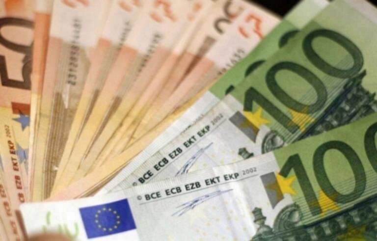 Λάρισα: Απίστευτο αλλά πλήρωσε την αγκαλιά που του έκανε 665 ευρώ – Χαμός στα Φάρσαλα
