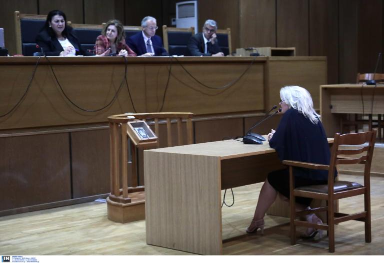 Δίκη Χρυσής Αυγής: Δεν… ξέρει αν είναι μέλος η Ζαρούλια – Γρέγος: Δεν βρήκα ακραίους στην Χρυσή Αυγή