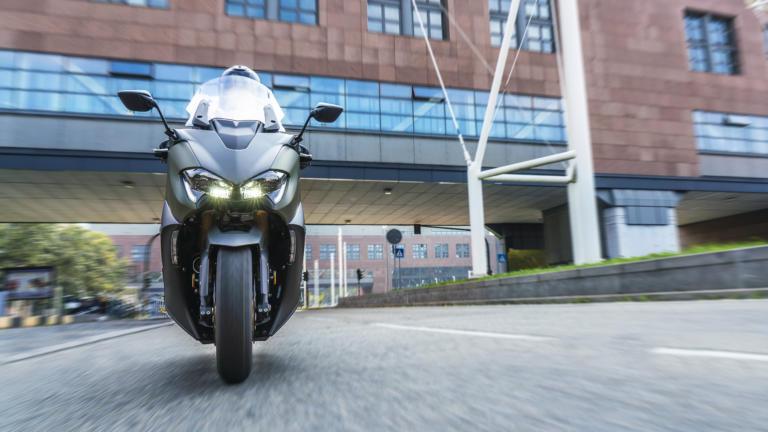 To νέο Yamaha Tmax μεγάλωσε και ομόρφυνε! [pics]