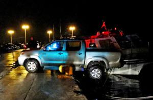 Ναύπλιο: Η στιγμή που αυτοκίνητο βρέθηκε να αιωρείται πάνω από τη θάλασσα – Τι προηγήθηκε στο λιμάνι [pics, video]