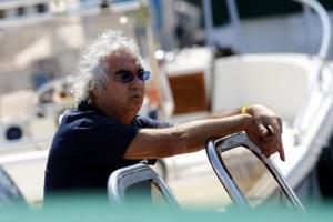 """Η νέα… κατάκτηση του Μπριατόρε – Της """"ρίχνει"""" μισό αιώνα! pics"""