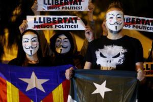 Καταλονία: Καταφτάνουν ισχυρές αστυνομικές δυνάμεις για τις εκλογές της Κυριακής!