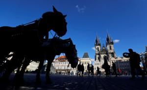 Πράγα: Κουρασμένοι από τον… τουρισμό!