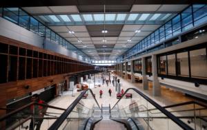 """Γερμανία: """"Κορδέλες"""" του νέου διεθνούς αεροδρομίου του Βερολίνου"""
