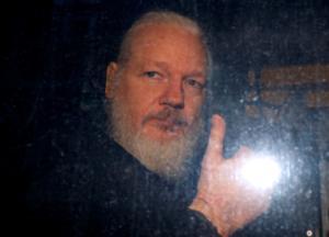 Ασάνζ: Στο αρχείο η έρευνα σε βάρος του ιδρυτή των WikiLeaks για βιασμό