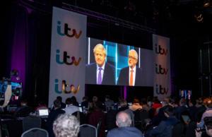 """Βρετανία: """"Ψαλιδίστηκε"""" κι άλλο το προβάδισμα του Μπόρις Τζόνσον από τον Τζέρεμι Κόρμπιν"""