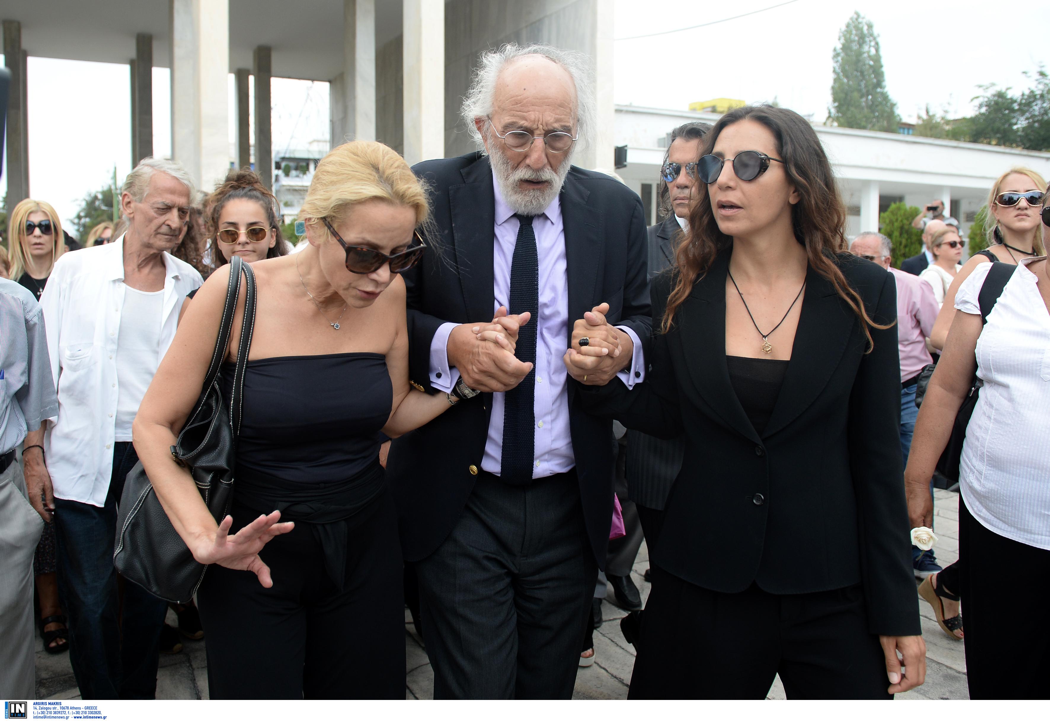 Στα δικαστήρια οι κόρες της Ζωής Λάσκαρη! Αλληλοκατηγορίες για το σπίτι στο Πόρτο Ράφτη