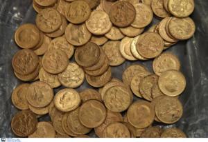 Τρίκαλα: Η ρακοσυλλέκτρια είχε.. λίρες!