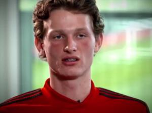 Μάντσεστερ Γιουνάιτεντ: Ο 19χρονος Μαξ Τέιλορ νίκησε τον καρκίνο και επιστρέφει στα γήπεδα! video