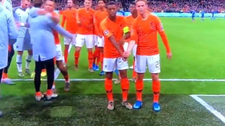Προκριματικά Euro 2020: Φοβερός πανηγυρισμός ενάντια στο ρατσισμό από την Ολλανδία! video