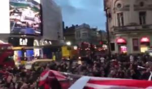 """Τότεναμ – Ολυμπιακός: Ερυθρόλευκη """"τρέλα"""" στο Λονδίνο! video"""