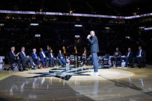 "NBA: Οι Σπερς τίμησαν τον Τόνι Πάρκερ και απέσυραν τη φανέλα με το νούμερο ""9""!"