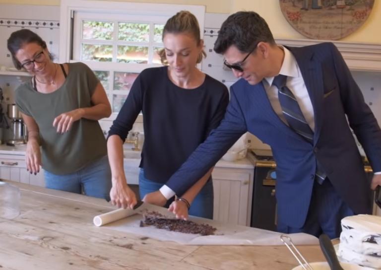Ο Σάκης Ρουβάς αλά Τζέιμς Μποντ στην κουζίνα της Κάτιας Ζυγούλη!