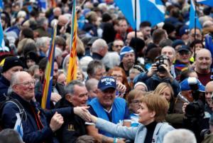 Γλασκόβη: Χιλιάδες διαδηλωτές υπέρ της ανεξαρτησίας της Σκωτίας!