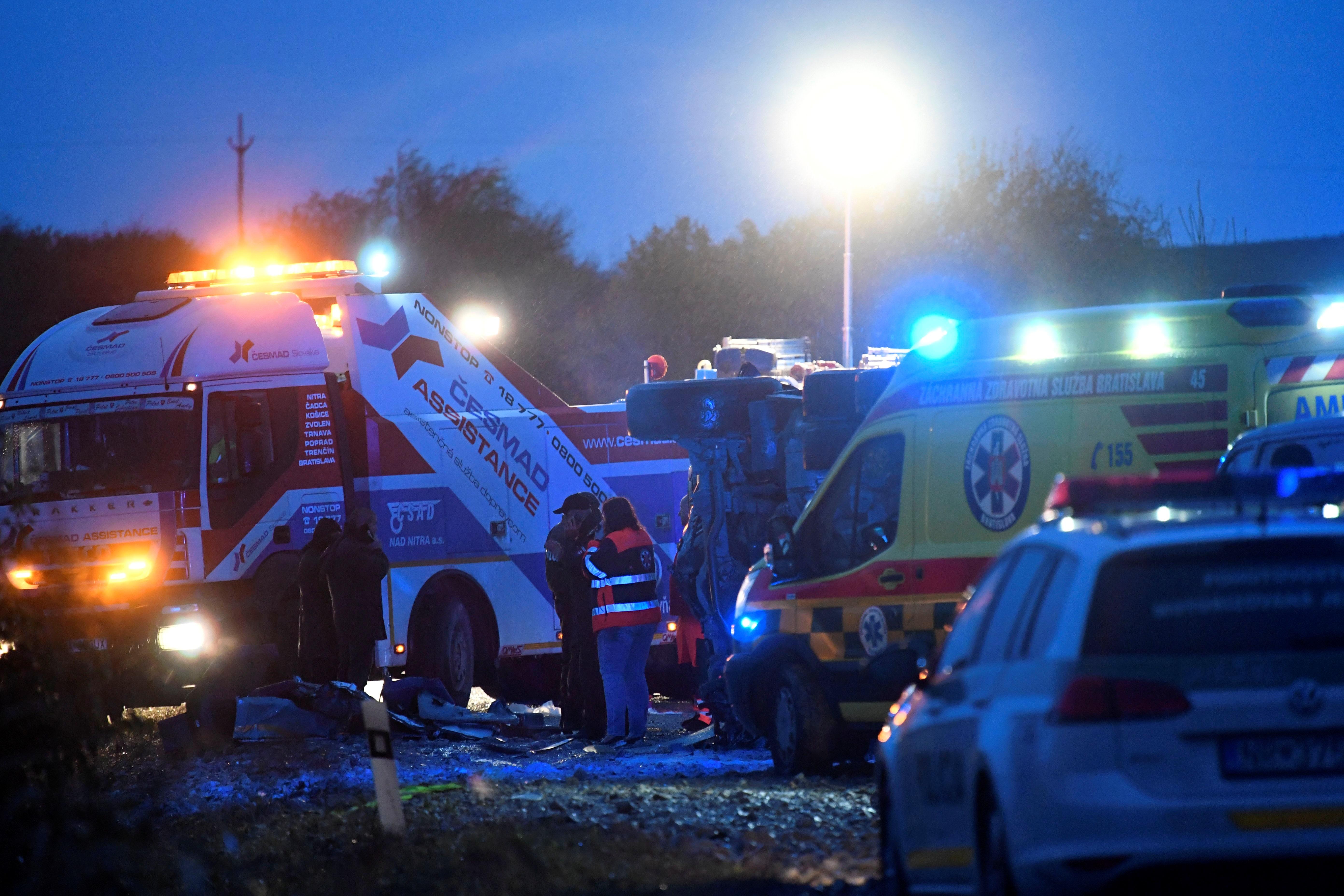 """Τουλάχιστον 12 νεκροί και 20 τραυματίες στον """"δρόμο του θανάτου"""" - Συγκρούστηκαν λεωφορείο και φορτηγό! [pics, video]"""
