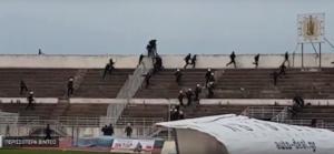 """Football League: Επεισόδια στο Τρίκαλα – Αιγάλεω! """"Κυνηγητό"""" με τα ΜΑΤ και τραυματισμοί οπαδών – video"""