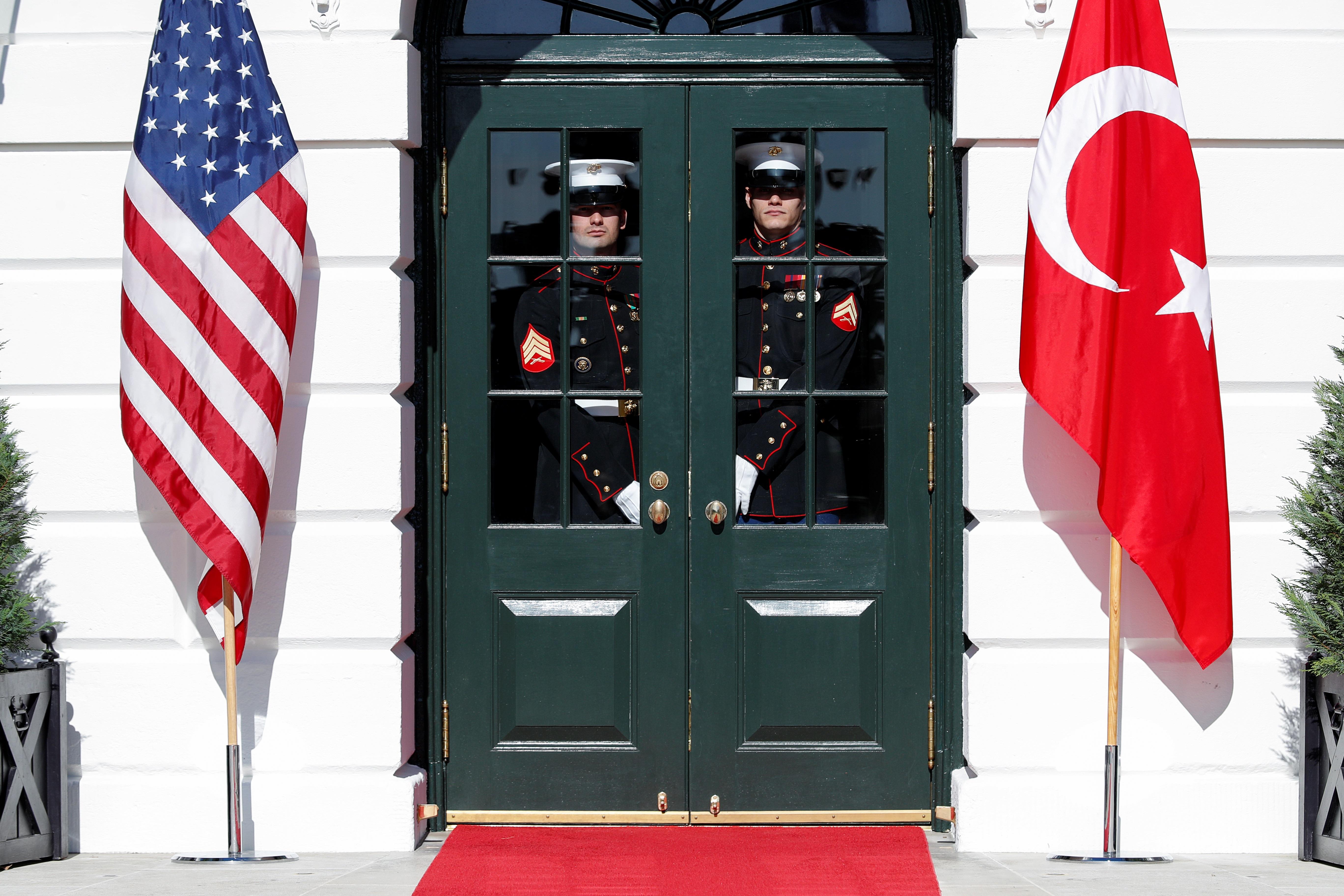 «Μπαρούτι» η Τουρκία με τις ΗΠΑ: Απελευθερώνεται ο δολοφόνος του Τούρκου πρόξενου στο Λος Άντζελες