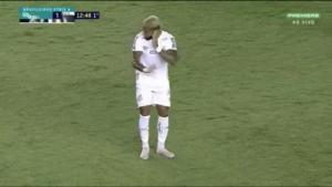 Απίστευτος πανηγυρισμός γκολ στη Βραζιλία! Έκανε ότι μιλάει με το… VAR πριν αρχίσει να χορεύει – video