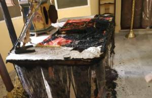 Έκαψαν την Αγία τράπεζα σε εκκλησία της Χίου [pic]