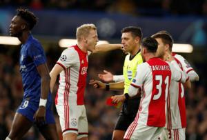 Champions League: Δεν ξανάγινε! Δύο κόκκινες και πέναλτι στην ίδια φάση – video