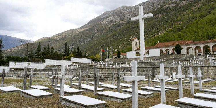 Τα οστά 193 Ελλήνων στρατιωτών, πεσόντων, ηρώων του 40′ ενταφιάστηκαν σήμερα στην Αλβανία
