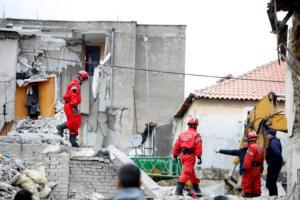 Σεισμός στην Αλβανία: Ανέσυραν 25χρονο ζωντανό μετά από 19 ώρες στα χαλάσματα!