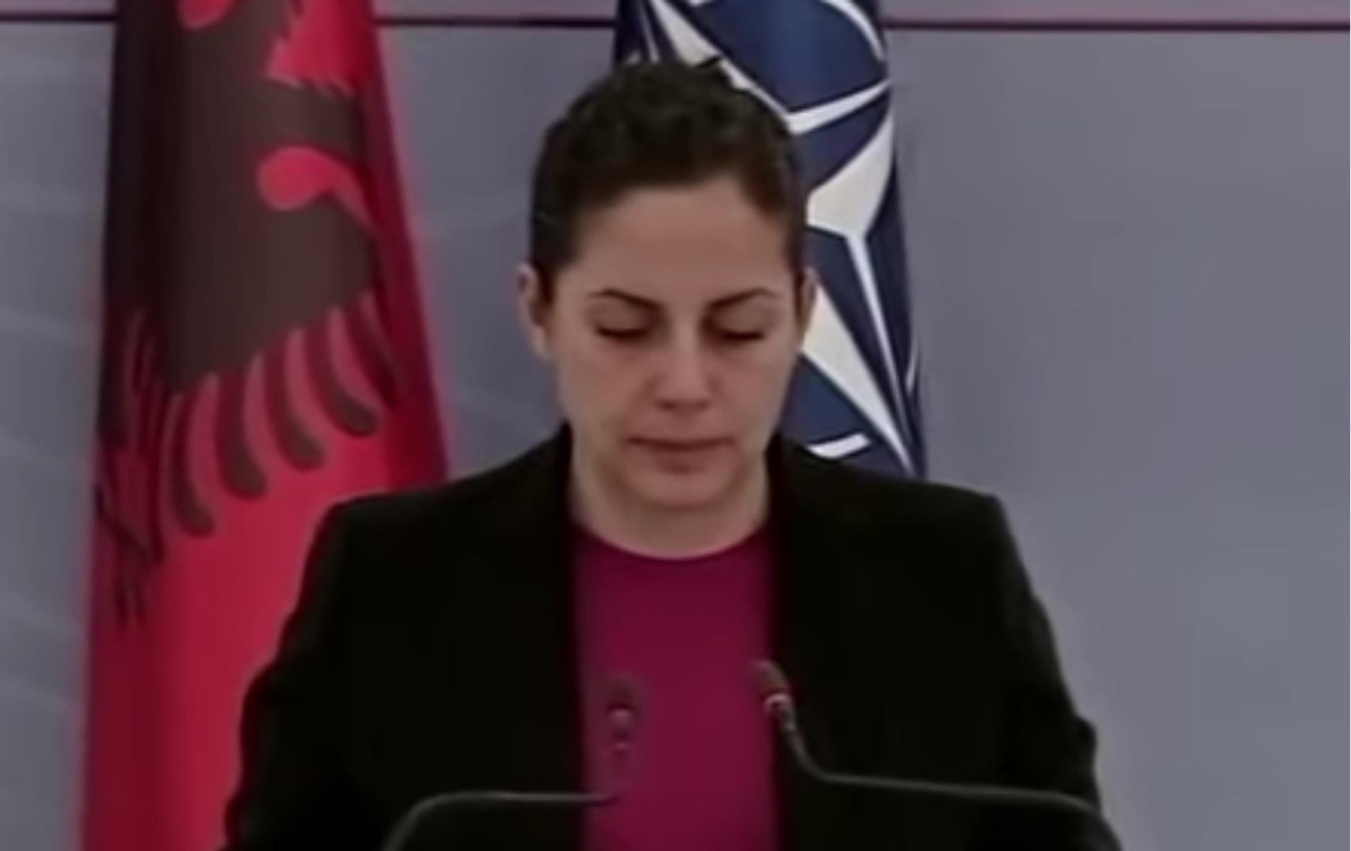 Σεισμός στην Αλβανία: Τα δάκρυα της υπουργού Άμυνας την ώρα που διάβαζε τη λίστα των θυμάτων
