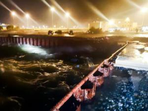"""Αντίρριο: Ολονύχτια μάχη με τον """"μανιασμένο"""" καιρό για να βρεθεί ο 2ος επιβάτης του σκάφους – video"""