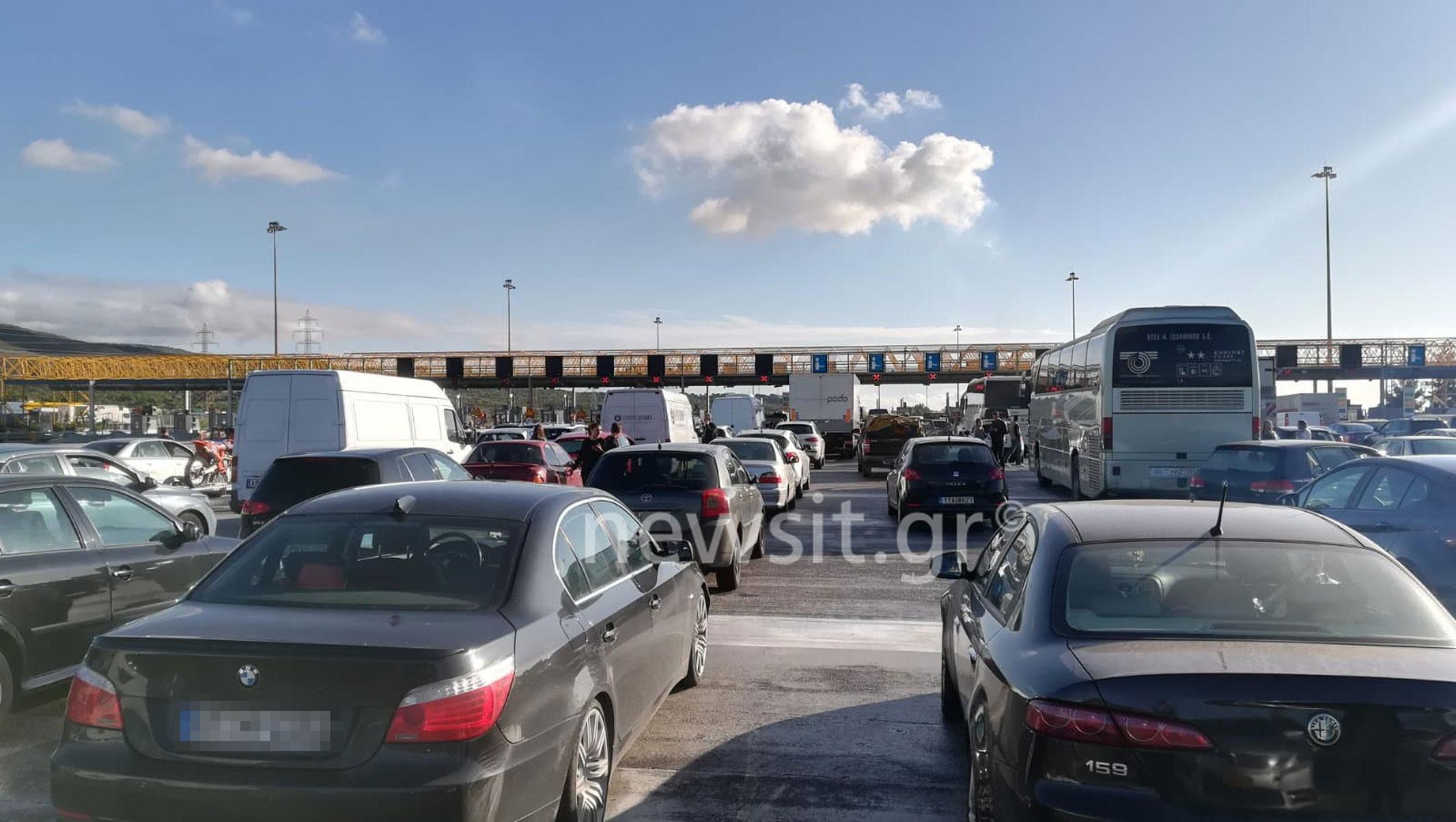 Εθνική Αθηνών – Κορίνθου: Ταλαιπωρία χωρίς τέλος για τους ακινητοποιημένους οδηγούς