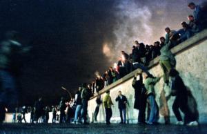 30 χρόνια από την πτώση του Τείχους στο Βερολίνο: Ατύχημα της Ιστορίας ή υπολογισμένη κίνηση;