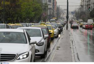 Καιρός: Κίνηση παντού! Ανατροπή φορτηγού στην Αθηνών – Λαμίας, διακοπή κυκλοφορίας στη Μαρκοπούλου