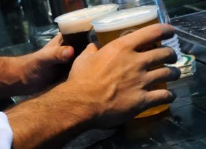 Βόλος: Πώς κατέληξε λιπόθυμος από ποτό ο νεαρός μαθητής! Αποκαλυπτικές μαρτυρίες στο newsit.gr