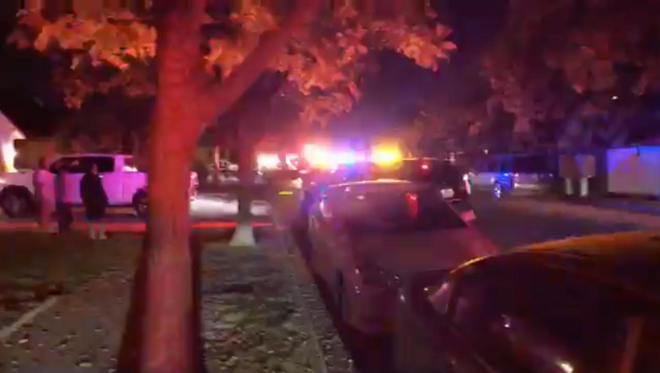 """Τρόμος σε πάρτι στην Καλιφόρνια – Άγνωστος """"γάζωσε"""" οικογένεια την ώρα που έβλεπε ποδόσφαιρο – «Μπήκαμε και βρήκαμε πτώματα»"""