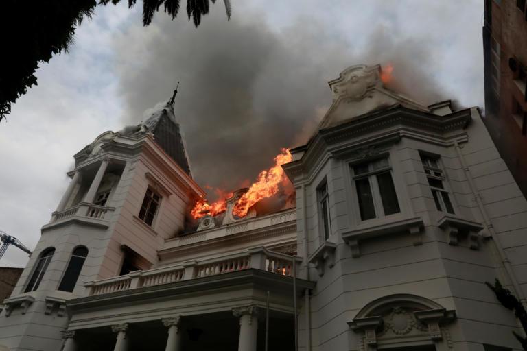 Χιλή: Στις φλόγες πανεπιστήμιο του Σαντιάγιο μετά από πορεία διαμαρτυρίας