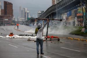 Χάος στην Κολομβία! Απαγόρευση της κυκλοφορίας στην Μπογκοτά και διαδηλώσεις έξω από το σπίτι του προέδρου Ντούκε