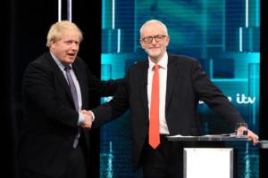 Βρετανία – debate: Η χειραψία και η υπόσχεση Τζόνσον – Κόρμπιν
