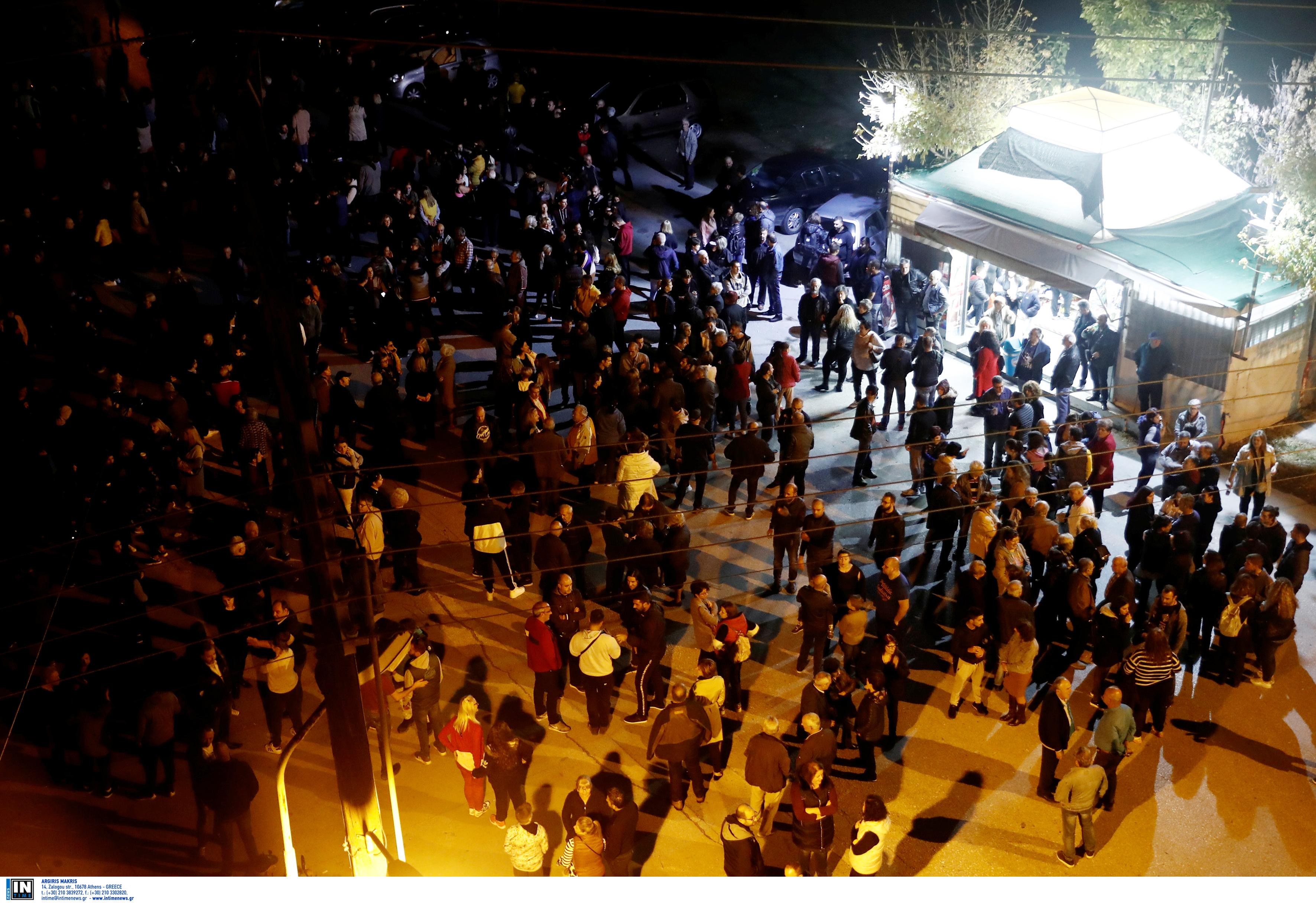 Διαμαρτυρία κατοίκων στα Διαβατά για την άφιξη προσφύγων και μεταναστών - Πορεία προς το καμπ