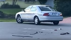 Άφωνοι οι αστυνομικοί! Τους κάλεσαν να πιάσουν σκύλο που οδηγούσε αυτοκίνητο [vid]