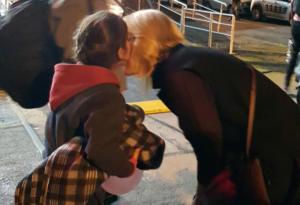 Ρένα Δούρου: Ξημερώματα στον Πειραιά για να υποδεχτεί πρόσφυγες