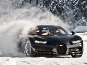 Κάνοντας drifting με μια Bugatti σε παγωμένη πίστα στην Αυστρία