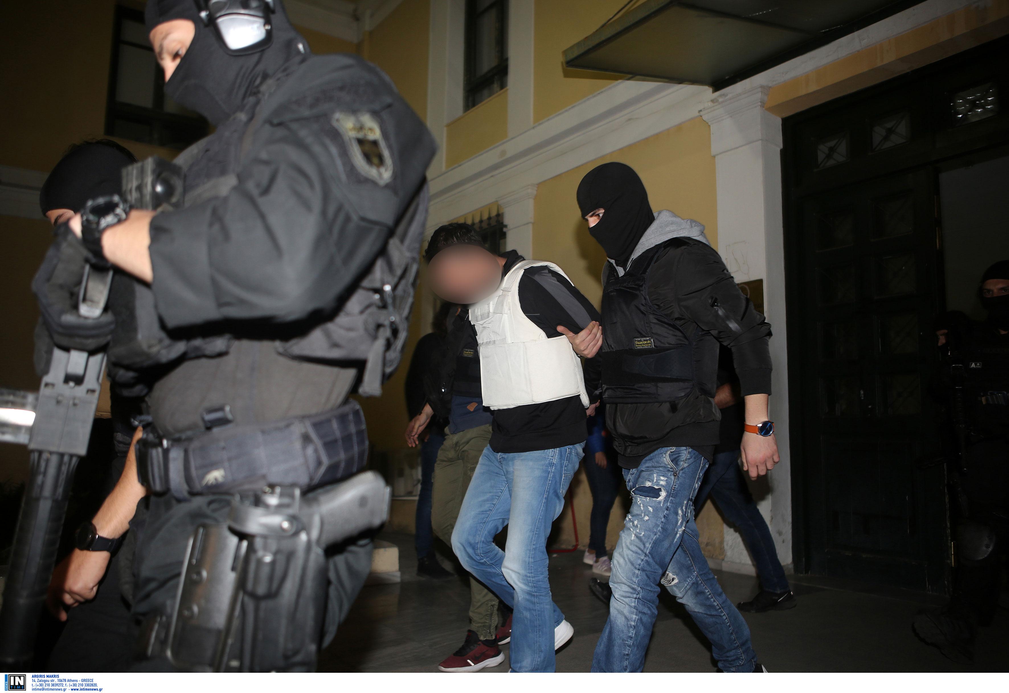 Πήραν προθεσμία οι συλληφθέντες για την «Επαναστατική Αυτοάμυνα» - Δίωξη για τρία κακουργήματα