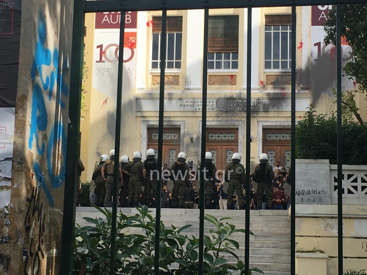 Νέα επεισόδια πάλι στην ΑΣΟΕΕ – Καταγγελία για βία εναντίον δημοσιογράφων...