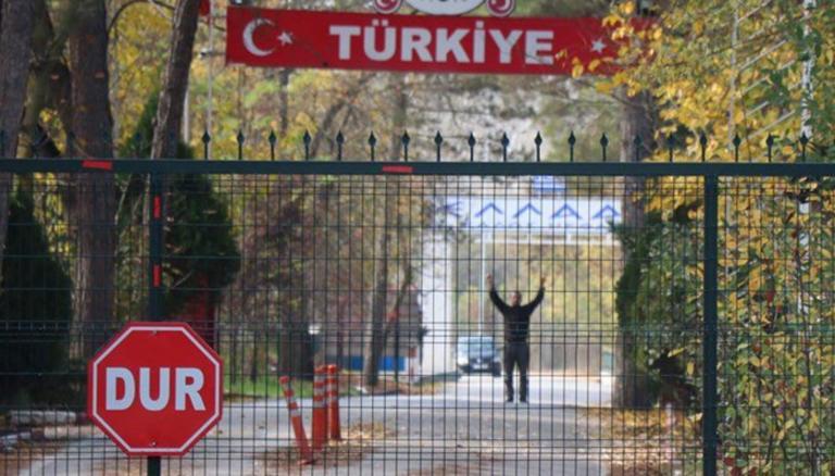 """Μπλόκο στον φερόμενο ως τζιχαντιστή που """"σπρώχνουν"""" οι Τούρκοι στον Έβρο!"""