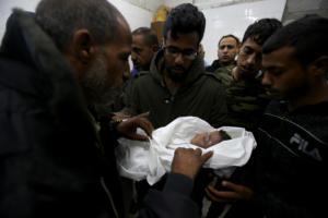 Φρίκη ξανά στην Γάζα – Νεκρό μωράκι από τους Ισραηλινούς βομβαρδισμούς