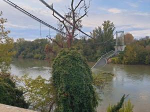 Γαλλία: Το φορτηγό είχε υπερδιπλάσιο βάρος από το επιτρεπόμενο στη γέφυρα που κατέρρευσε