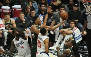 """Μιλγουόκι Μπακς: Ο Αντετοκούνμπο """"καθάρισε"""" το ντέρμπι με τους Κλίπερς! Τα αποτελέσματα στο NBA – video"""