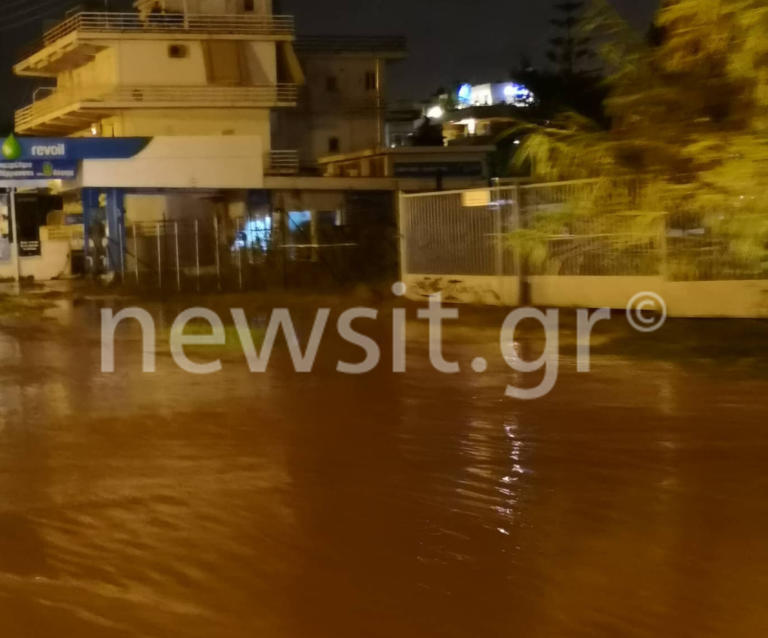Γλυφάδα: Έγινε… ποτάμι η παραλιακή από την δυνατή βροχή! video